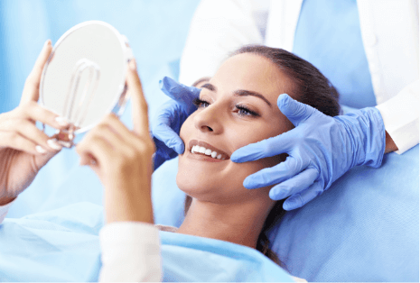 Dentist-showing-teeth-in-mirror
